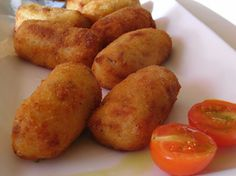 Authentic Spanish tapas recipes with step-by-step cooking instructions. Tapas Recipes, Meat Recipes, Appetizer Recipes, Dessert Recipes, Deep Fryer Recipes Chicken, Deep Fried Desserts, Easy Spanish Recipes, Les Croquettes, Fried Oysters
