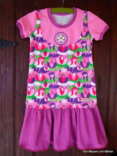 """Nach Amia habe ich heute wieder ein paar Kleidchen für Euch.  Diesmal aus Jerseyaber auch nach Kibadoo-Schnitt.  Aus dem Shirt """"Lina"""" habe ..."""