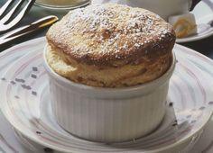 El día empieza mejor si acompañamos nuestro café con un mug cake recién salido del horno.   Sigue esta receta bien fácil y pruébala hoy mismo:  http://elgour.me/1ITFtDZ #elgourmet #Recetas #Dulces