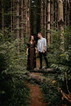 Woodsy engagement photo inspiration | Image by Cody & Allison Photography
