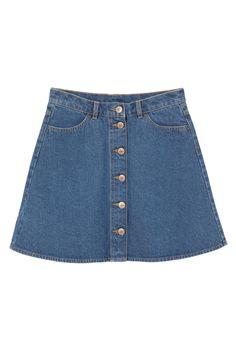 Ein guter Bekannter ist zurück: Der Jeansrock. Wie man das alte neue Trendteil kombiniert lest ihr auf ONYGO. Psst: Sneaker sind erlaubt!