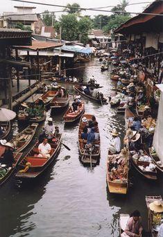 Floating Market Bangkok (stock photo by Pinkvelden)