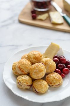 Cranberry Baked Brie Bites in Puff Pastry