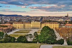 Wien is one of the 23 districts of the federal capital Vienna and geographically belongs to the landscape Baden- Gumpoldskirchener Gebiet in topography Nordöstliches Flach- und Hügelland . Manor Houses, Palaces, Vienna, Castles, Maine, Dolores Park, Summer, Travel, Pictures