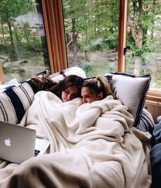 Check out the site below for more ideas🥰❤️ Bff Pictures, Funny Photos, Cute Friends, Best Friends, Quotes Distance, Meier, Vsco, Instagram Christmas, Best Friend Pictures
