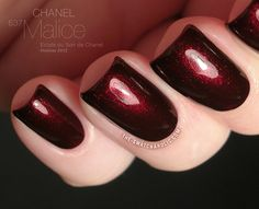Chanel Eclats du Soir de Chanel Holiday 2012 Collection: the beautiful dark red, almost burgundy nail polish Malice (637).