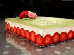 Classic Fraisier Cake - Recipe with images - Meilleur du Chef Pastry Recipes, Cake Recipes, Dessert Recipes, Cooking Recipes, Fraisier Recipe, Entremet Recipe, Mousse Au Chocolat Torte, Naked Cakes, Strawberry Desserts