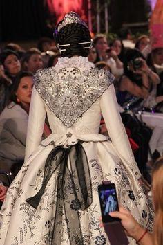 trajes de fallera - Buscar con Google Rococo Fashion, Victorian Fashion, Vintage Fashion, Vintage Style, Style Fashion, Outfits For Spain, 18th Century Dress, Japanese Fashion, Japanese Style