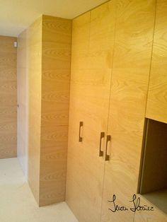 Cuando se trata de madera, realizamos cualquier encargo que puedas imaginar. Aquí, nos pidieron forrar unas paredes para darle estilo y calidez a la casa... ¡Reto conseguido!