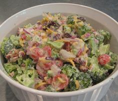 the Blue Sky: Broccoli Salad-S Going to a family cookout on Sunday and this . See the Blue Sky: Broccoli Salad. Trim Healthy Recipes, Trim Healthy Momma, Low Carb Recipes, Cooking Recipes, Trim Healthy Mama Salads, Fresco, Homemade Caesar Salad Dressing, Salad Recipes, A Food