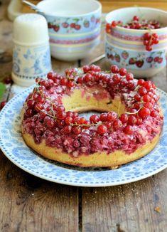 Lavender and Lovage | Moelleux aux Groseilles (Redcurrant Cake) | https://www.lavenderandlovage.com