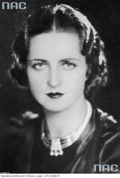 Jadwiga Smosarska, urodzona w 1898 r., była największą gwiazdą przedwojennego…