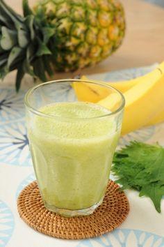 """「香りも味わいも爽やか トロピカルグリーンスムージー」""""グリーンスムージー""""に使用するバナナは、スイートスポット(皮に出てくる黒い斑点)が出るころが使いどきです。【楽天レシピ】"""