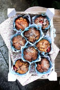 Pratos e Travessas: Muffins de morango e manjerona # Strawberry and marjoram muffins | Recipes, photography and stories