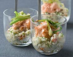 Appetizer / Smoked salmon with couscous / Recipe NL Party Food Catering, Party Food And Drinks, Snacks Für Party, Yummy Appetizers, Appetizer Recipes, Good Healthy Recipes, Healthy Snacks, Knafe Recipe, Food Presentation