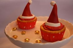 Christmas Cupcakes ♡ Christmas Cupcakes, Sweets, Desserts, Food, Christmas Crackers, Sweet Pastries, Tailgate Desserts, Meal, Goodies