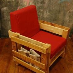 To make a pallet chair using these recycled pallets is an awesome idea. The pallet chair can Pallet Lounge, Pallet Chair, Pallet Furniture, Furniture Plans, Furniture Making, Furniture Dolly, Living Furniture, Furniture Stores, Outdoor Furniture