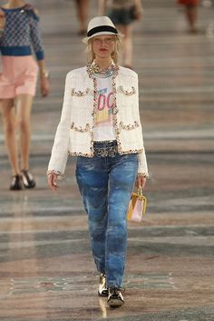 Chanel Cruiser 2017 in Havanna - Coco shirt, classic tweed jacket, black and white hat and tye die jeans