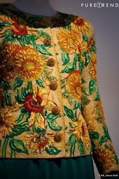 Yves Saint Laurent S/S 1988 Couture Collection van Gogh-inspired jacket as embroidered by the Lesage company: the design of van Gogh's Sunflower painting took seven people eight hours a day for eight days to embroider for the jacket. Tambour Beading, Tambour Embroidery, Couture Embroidery, Silk Ribbon Embroidery, Couture Details, Fashion Details, Fashion Design, François Lesage, Yves Saint Laurent