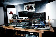 In the Studio: Blondes | XLR8R