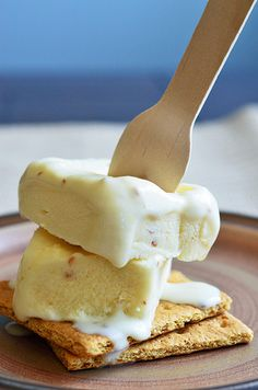 Roasted marshmallow ice cream