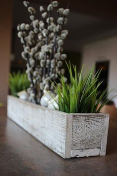 #2. OLD WOODEN PALLET BOARDS ASSEMBLED AS A DINNING ROOM TABLE BOX CENTERPIECE-The Most Beautiful 101 DIY Pallet Projects To Take On