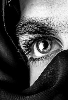(notitle) The post appeared first on Fotografie. Dark Photography, Black And White Photography, Portrait Photography, Beautiful Drawings, Beautiful Eyes, Beautiful Pictures, Photo Oeil, Jess Conte, Aesthetic Eyes