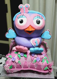 If you love Giggle and Hoot, then you will love to see how I made this Hootabelle cake and cupcakes. Girl Birthday, Birthday Parties, Birthday Cakes, Birthday Ideas, Cupcake Ideas, Cupcake Cakes, Owl Party Food, Childrens Cupcakes, Owl Cakes