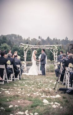 Outdoor wedding ceremony | Vintage Wedding Photography by www.newvintagemedia.ca