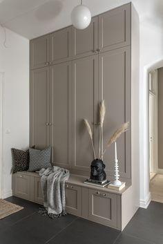 Hallway Inspiration, Interior Inspiration, Home Interior Design, Interior Decorating, House Entrance, Interiores Design, Bedroom Decor, Furniture, Home Decor