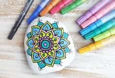 Mandala 'step-by-step' rock painting - Artistro Mandala Painted Rocks, Painted Rocks Kids, Mandala Rocks, Seashell Painting, Stone Painting, Diy Painting, Painting Tutorials, Rock Painting Ideas Easy, Rock Painting Designs