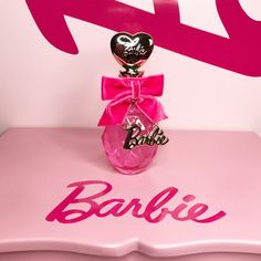 #barbie #barbieperfume #perfume Barbie Doll Set, Barbie And Ken, Barbie Life, Barbie World, Barbie Princess, Pink Princess, Perfumes Vintage, Barbie Makeup, Kids Makeup