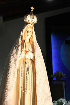 I saw Our lady of Fatima last spring and was in total awe. I'll forever remember her and her beauty.