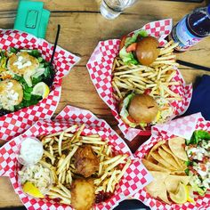You had me at lobster claw and pork belly slider 😍🦐🐟🦀#lobster #porkbelly #eeeeeats #foodporn #sliders #truckee #ceviche #fishnchips #fishandchips #crabcakes