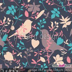 Vintage Stoff mit Blättern und Vögeln auf dunklem Hintergrund. / www.stoff.love