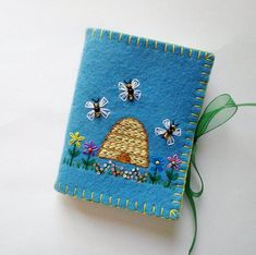 Wool Felt Needle Book Sewing Needle Case by PatriciaWelchDesigns Needle Case, Needle Book, Sewing Crafts, Sewing Projects, Sewing Kits, Stitch Book, Felt Embroidery, Sewing Needles, Penny Rugs