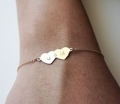 Gold Double Heart Bracelet Personalized von BellatrinaJewelry