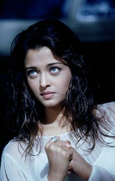 This page has the very hot pictures of the darling of India Aishwarya Rai from the movie 'The Robot' as known as Enthiran in Tamil. Aishwarya Rai Hairstyle, Aishwarya Rai Young, Aishwarya Rai Pictures, Aishwarya Rai Photo, Actress Aishwarya Rai, Aishwarya Rai Bachchan, Bollywood Stars, Mode Bollywood, Bollywood Girls