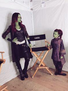 On set with Gamora and Tiny Gamora! So much emotion around Gamora's character during Infinity War! Marvel Avengers, Marvel Jokes, Marvel Comics, Films Marvel, Funny Marvel Memes, Marvel Heroes, Marvel Girls, Krav Maga Techniken, Die Rächer