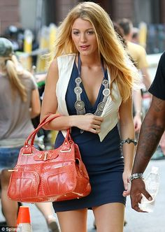 Gossip Girl Blake has a spring in her step as she films new series in New York Blake Lively Gossip Girl, Blake Lively Family, Blake Lively Style, Gossip Girl Outfits, Gossip Girl Fashion, Fashion Tv, Womens Fashion, Gossip Girls, Gwyneth Paltrow