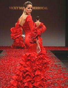 Rojo rojo Beautiful Gowns, Beautiful Outfits, Flamenco Dancers, Flamenco Dresses, Red Gowns, Frou Frou, Haute Couture Fashion, Lace Ruffle, Formal Gowns