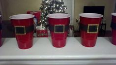 Great for a Christmas party. Use black electrical tape for the belt and glitter or aluminum can toppers for the buckles. Have friends label their cups with a sharpie. Christmas 2014, Christmas And New Year, Winter Christmas, Christmas Crafts, Merry Christmas, Christmas Decorations, Christmas Stuff, Christmas Ideas, Decorating Plastic Cups