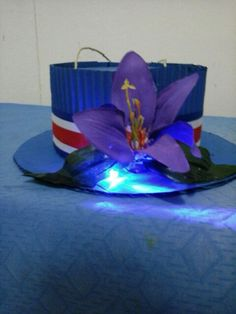 Farol para usar como sombrero... bold Independence Day, Costa Rica, Special Day, Crafts For Kids, Quilts, Holiday, Handmade, Kids Part, Folklore