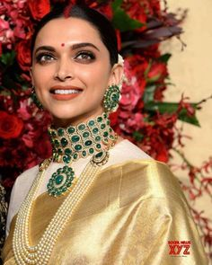 Deepika Padukone wedding cleavage queen of Bollywood and tollywood with her curvy body show. Hot and sexy Indian actress very cute beautiful. Deepika Padukone Saree, Deepika Ranveer, Ranveer Singh, Aishwarya Rai, South Indian Bride, Indian Bridal, Bridal Looks, Bridal Style, Selfies