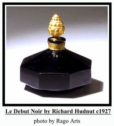 Le Debut Noir by Richard Hudnut: launched in black glass octagonal bottle w/ gold floral stopper. Various shapes and sizes. Antique Perfume Bottles, Vintage Bottles, Black Perfume, Antique Glass, Ball Jointed Dolls, Black Glass, Vintage Black, Fragrance, Container