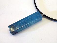 Voici ce que je viens d'ajouter dans ma boutique #etsy : Collier tube paillettes http://etsy.me/2Etr87O #bijoux #collier #transparent#bleu #pendentif #handmade #faitmain #madeinfrance #paillettes #shiny
