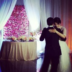 Bride and groom table , floral wall, weddings , ector casas events , bride and groom ,