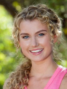 Ondina from Mako Mermaids looks like Annabeth. Dyed Curly Hair, Curly Hair Styles, H2o Mermaids, Mermaid Braid, Female Character Inspiration, Mermaid Makeup, Hair Inspo, Makeup Inspiration, Hair Goals