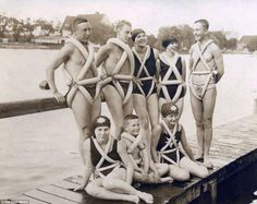 Bizarre Inventions: 15 Idiotic Ideas from the Past This group of teenagers in 1925 Germany seem pretty proud of their invention, a swimming aid made of bicycle tires. Inventions Folles, Ideas Para Inventos, Stupid Inventions, Amazing Inventions, Old Photos, Vintage Photos, Vintage Photographs, Vintage Ideas, Vintage Postcards