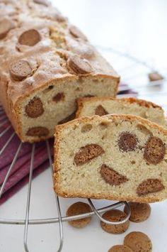 Biscoff Cake with Pepernoten. A tasty treat for Sinterklaas. Dutch Recipes, Baking Recipes, Sweet Recipes, Cake Recipes, Dessert Recipes, Happy Foods, Sweet Bread, No Bake Cake, Love Food
